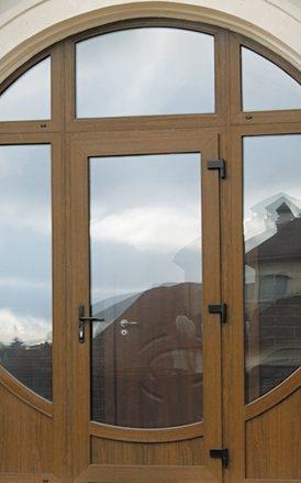 dveri-du_temniy_rehau-fasadplast